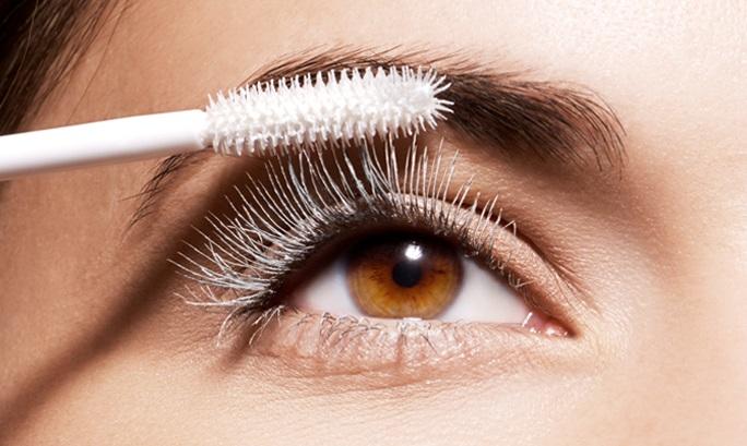 use-eyelash-primer-