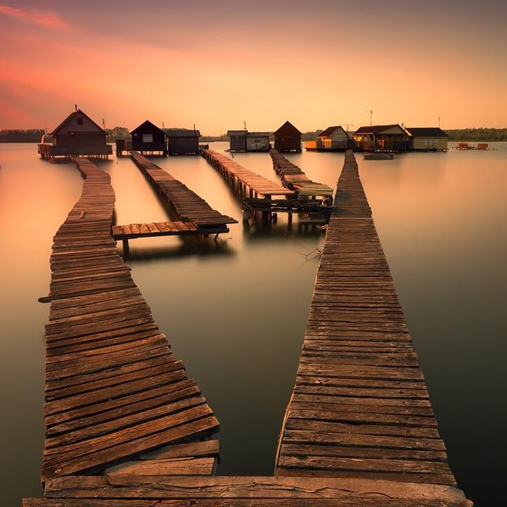 wooden-bridge-houses