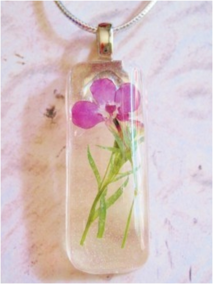 Botanical-Jewelry-and-Bookmarks-with-Pressed-Flowers-and-Resin