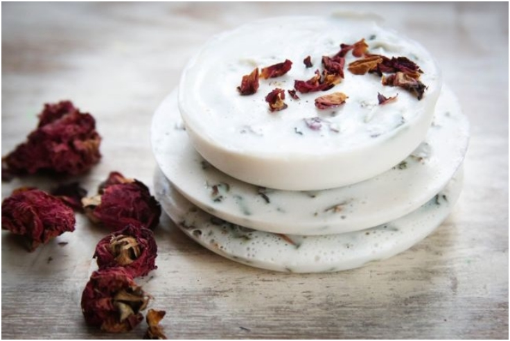 Homemade-Soap-With-Roses-And-Vanilla