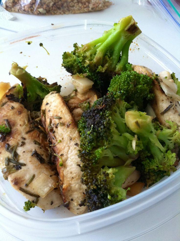 Rosemary-lemon-chicken-sautéed-broccoli