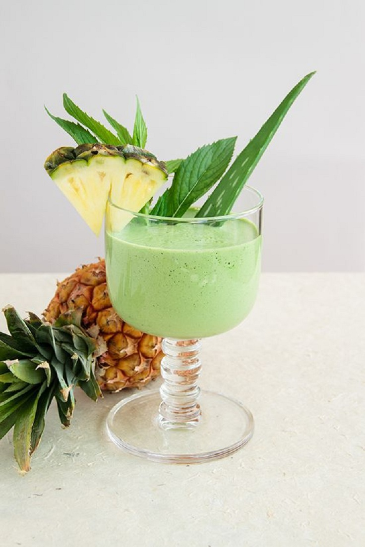 De-Bloat-Smoothie-with-Spinach-Mint-and-Pineapple