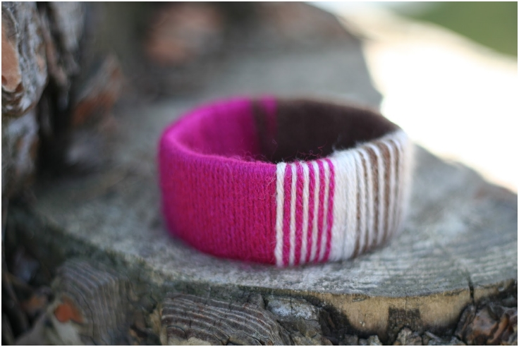 Empty-Paper-Towel-Roll-Into-Yarn-Covered-Bracelet