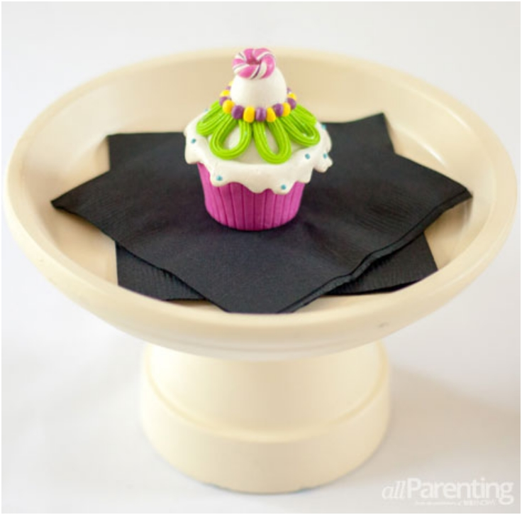 Terracotta-Pot-Cupcake-Stand
