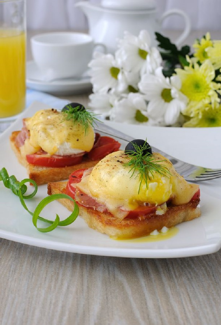 Eggs-Benedict-with-Ham-and-Tomato