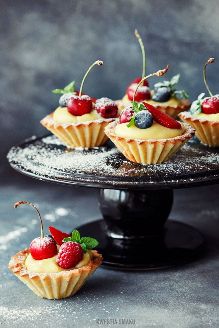 Mini-Tarts-with-Fruits-and-Vanilla-Custard