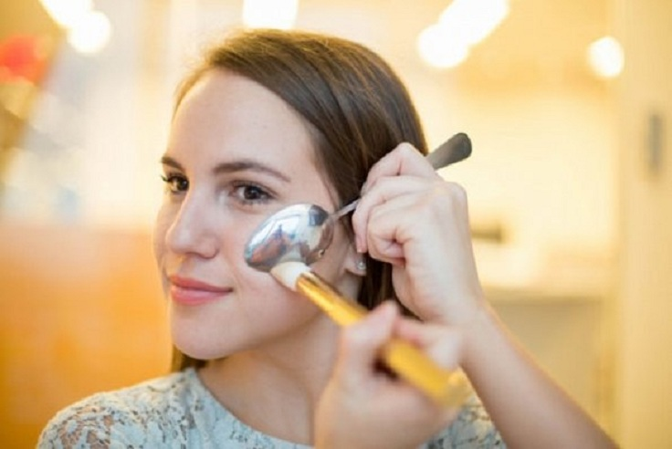 Spoon-for-Blush-Aplication
