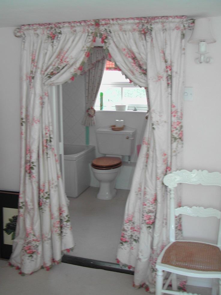 Use-Curtins-as-a-Bathroom-Door