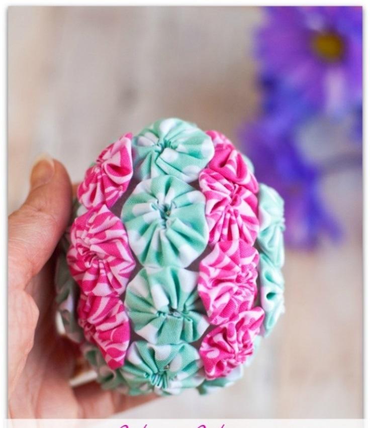Yo-Yo-Embellished-Easter-Egg