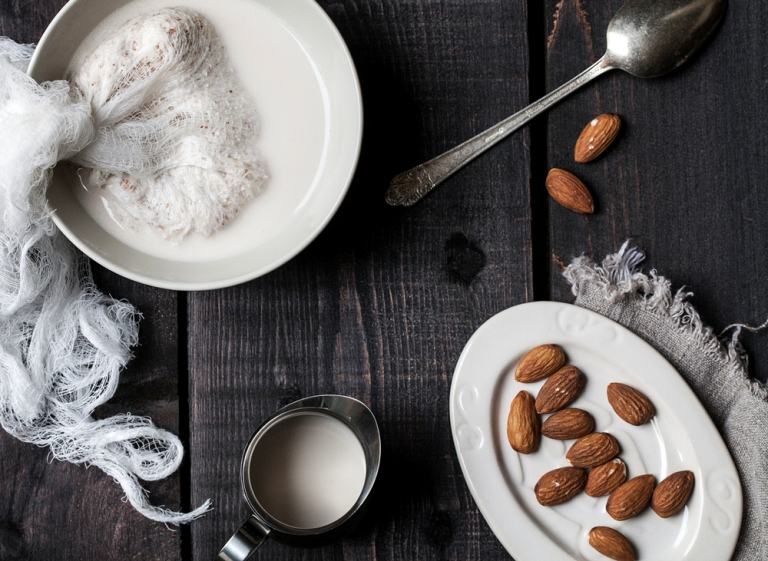 top-10-reasons-why-you-should-drink-almond-milk_10