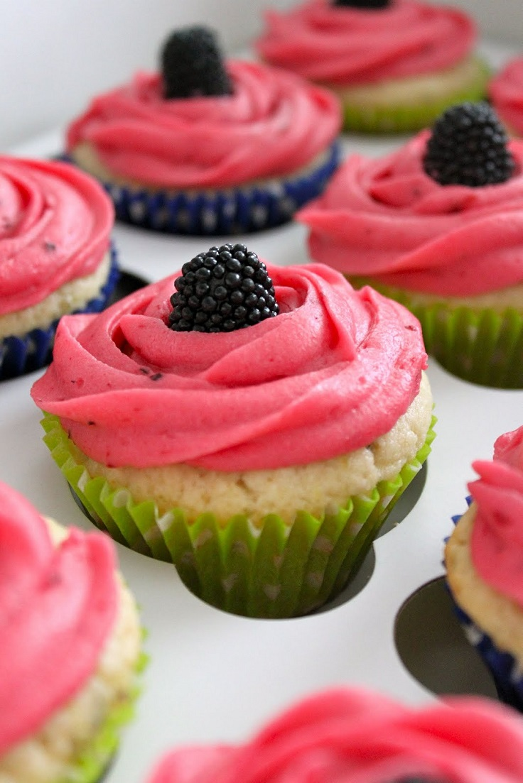 Key-Lime-Cupcakes-with-Blackberry-Filling-and-Blackberry-Frosting