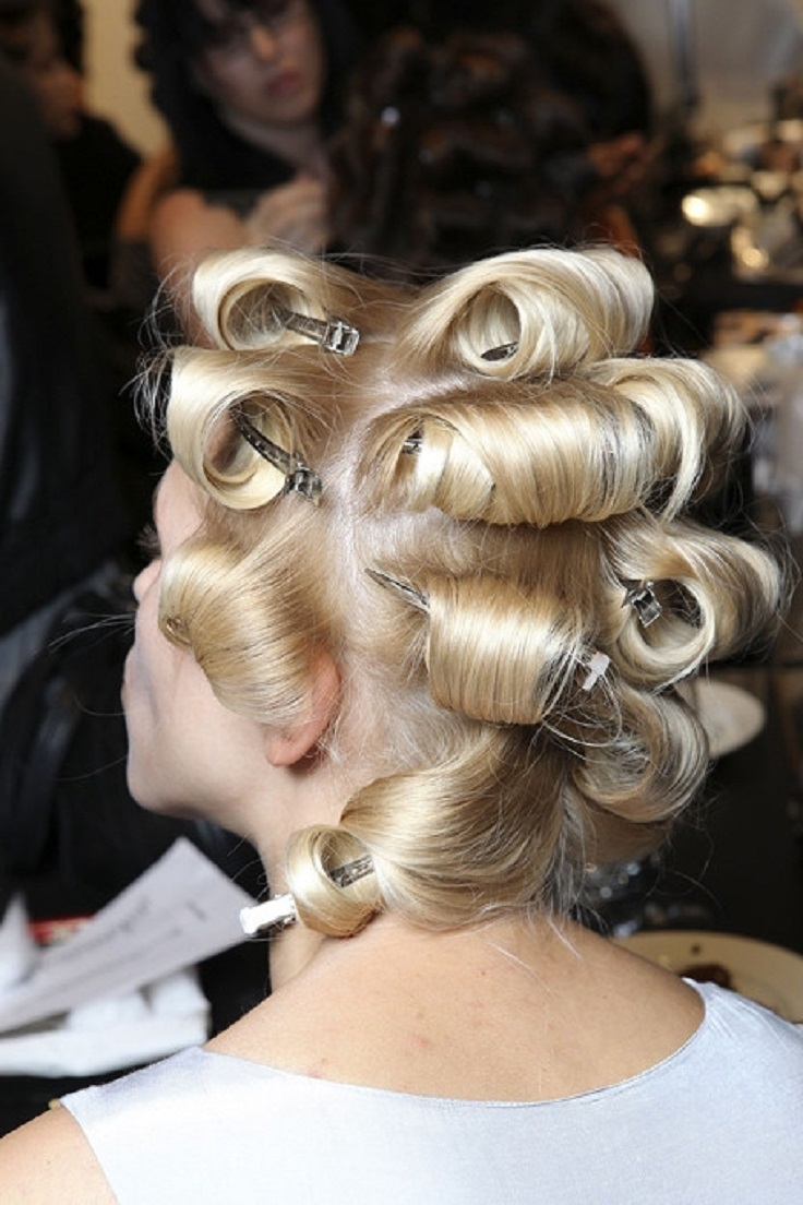 Make-your-curls-last-longer-by-pinning-the-sections-after-curling-them