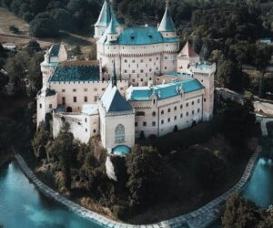 Top 10 Breathtaking Castles Around The World That Will Hypnotize You