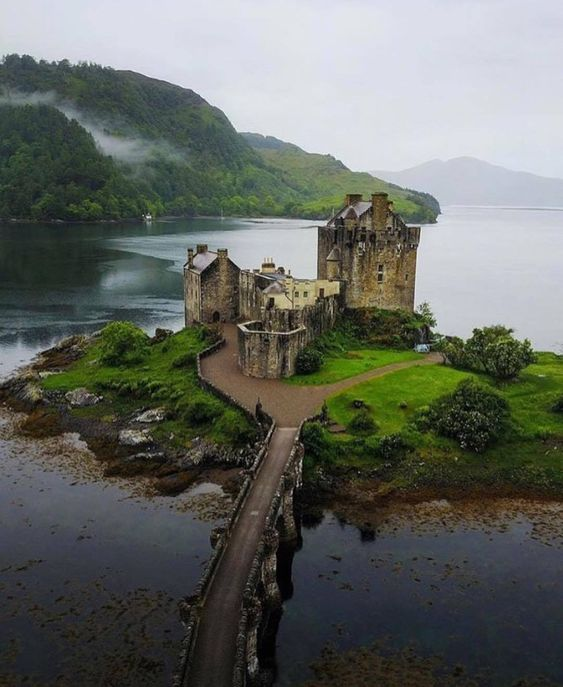 Eilean-Donan-Castle-Scotland-