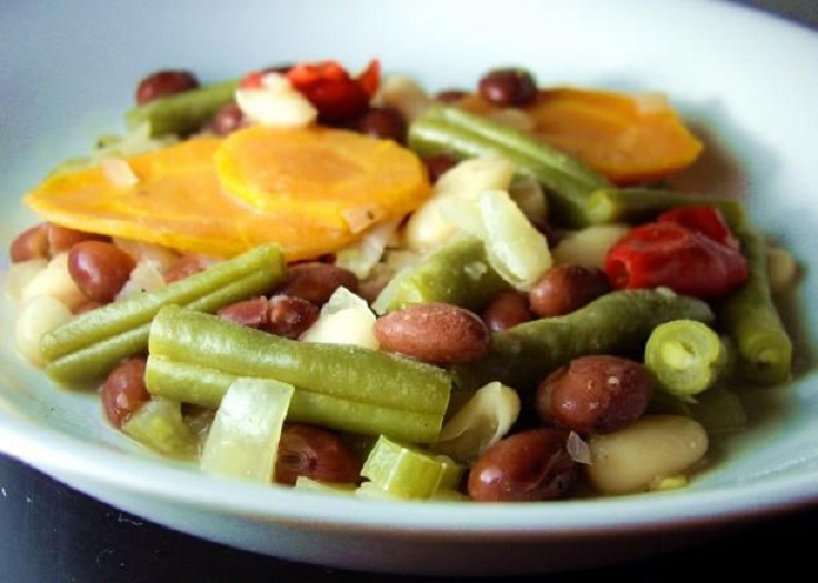 Mediterranean-Style-Beans-and-Vegetables