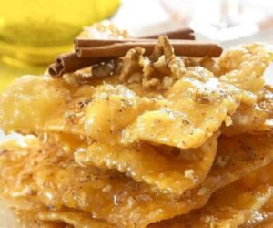 Top 10 Traditional Greek Desserts [Recipes]