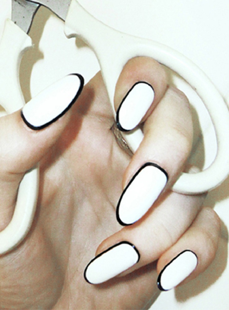 outlined-white-nails-8