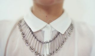 5 minute diy necklace from safety pins
