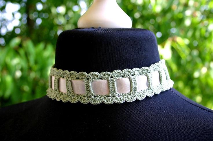 easy-choker-or-headband-Crochet-and-ribbon