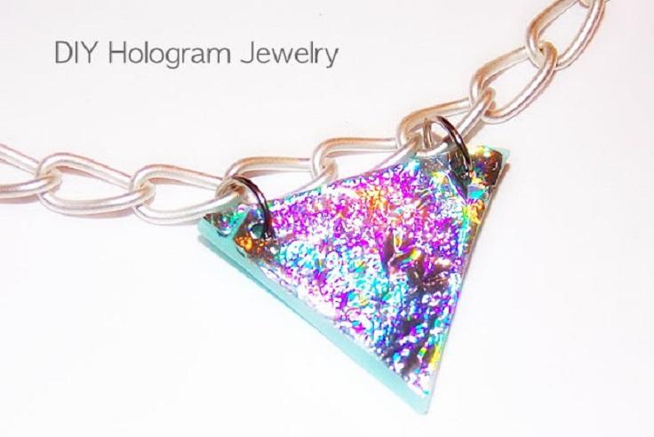 hologramic-necklace-and-bracelet