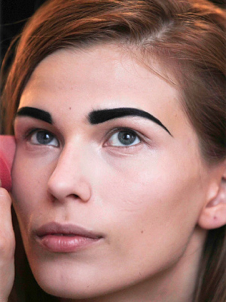 Top 10 eyebrow mistakes you shouldn 39 t make top inspired for Tattooed eyebrows gone wrong
