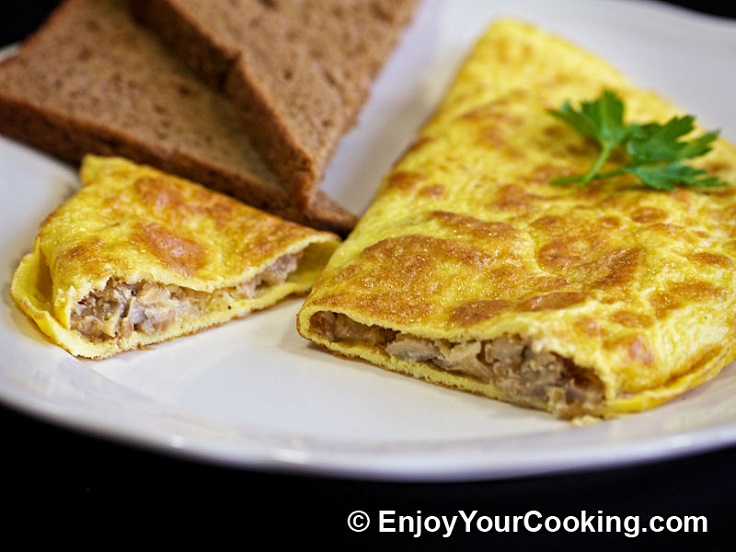 omelette-stuffed-with-mushrooms-and-onion