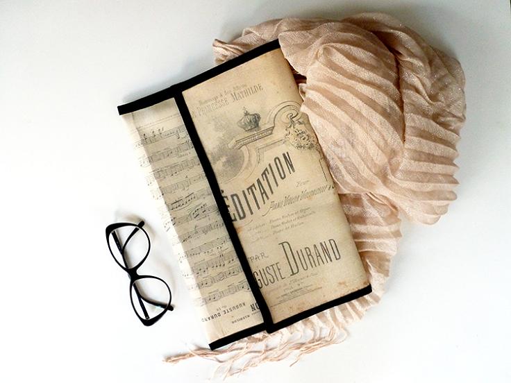 vintage-notes-clutch