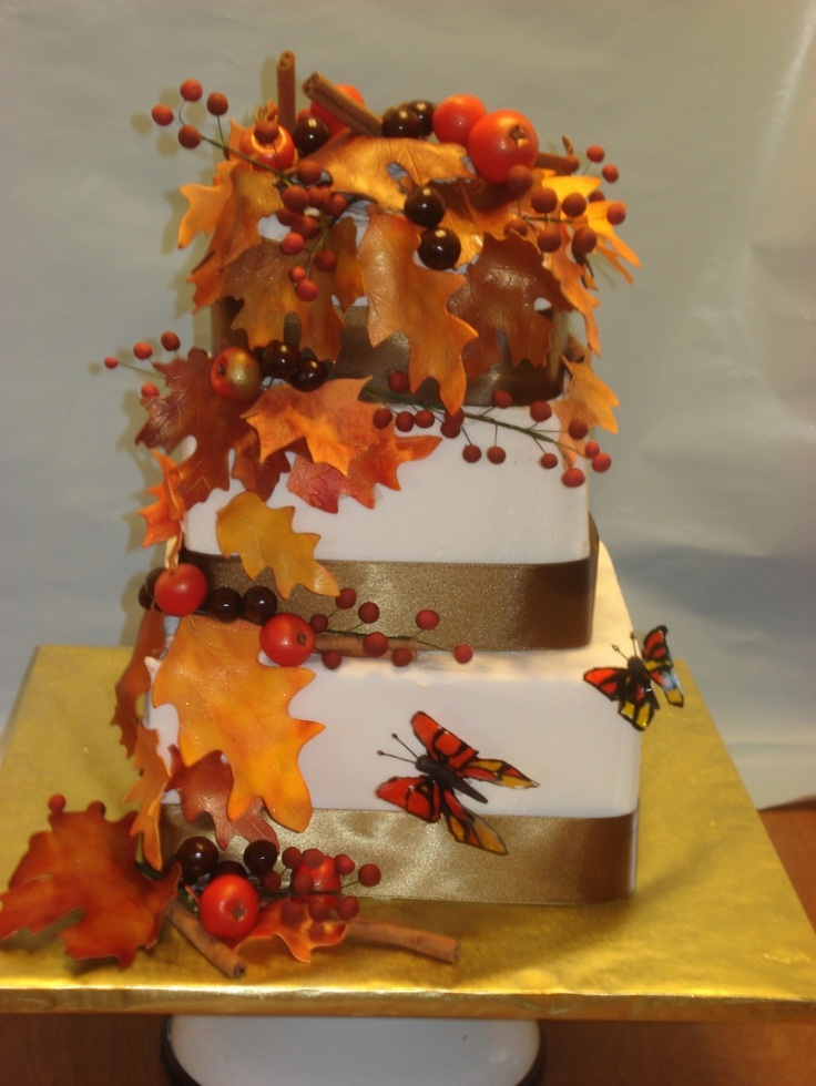 Top 10 fall wedding accessories and decoration ideas top for Autumn cake decoration