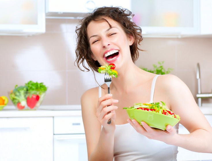 lady-eating-salad