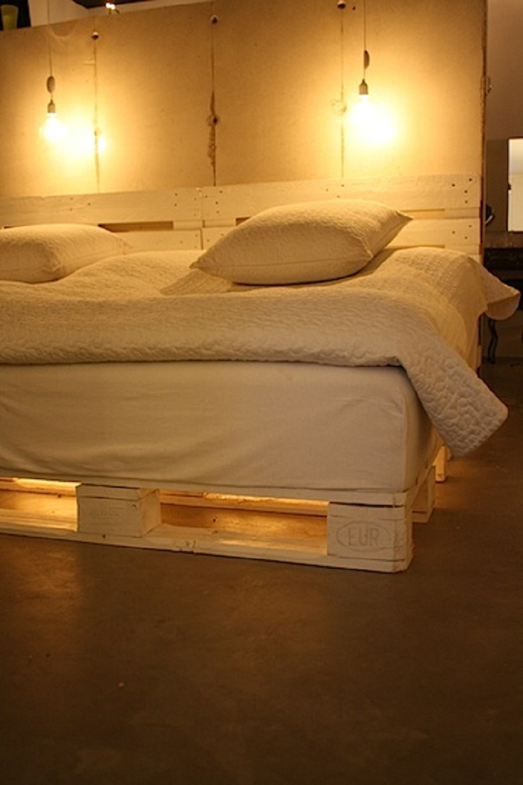 Top 10 diy home decor with wooden pallets top inspired for Pallet bed frame with lights