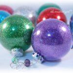 Clear ornament + glitter = super easy Christmas ornament