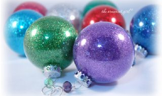 Clear ornament + glitter = super easy Christmas ornament