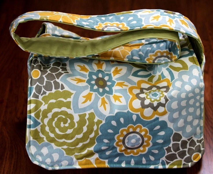 Cute-and-Easy-Messenger-Bag