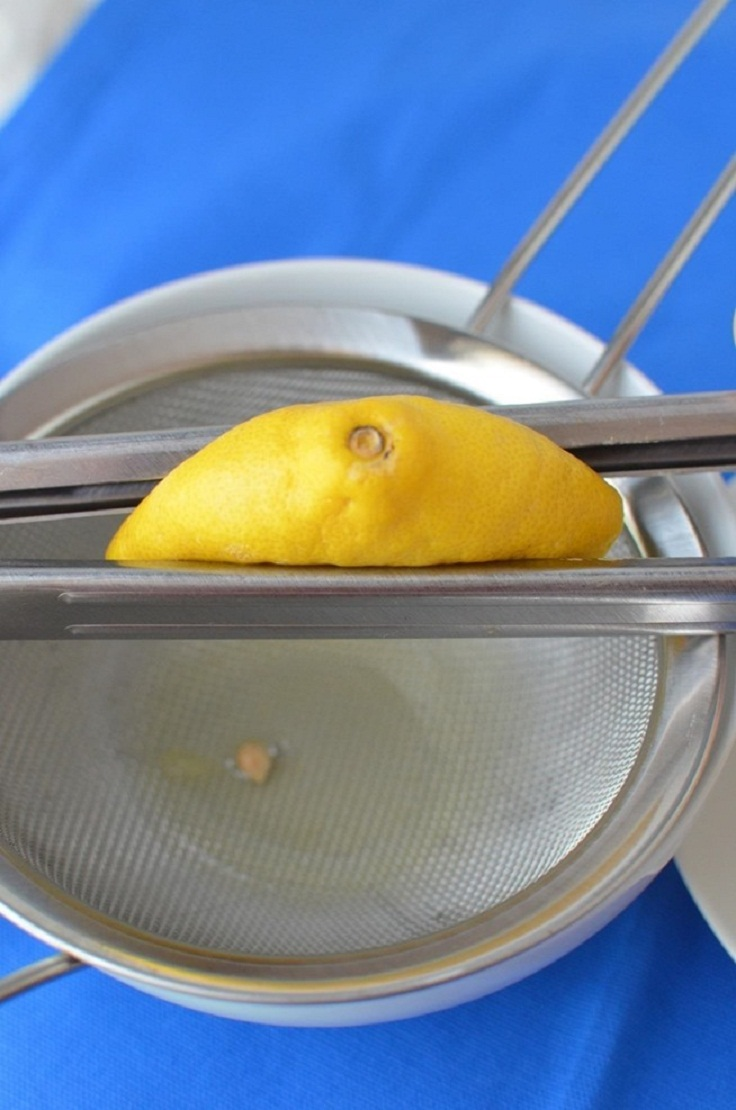 Use-tongs-to-get-all-of-the-juice-out-of-your-lemons-easily
