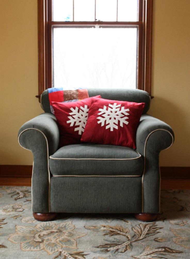 snowflakes-pillow