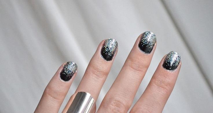 snowy-glitter-nails