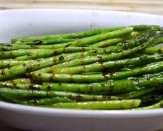 Grilled Asparagus with Balsamic Reduction