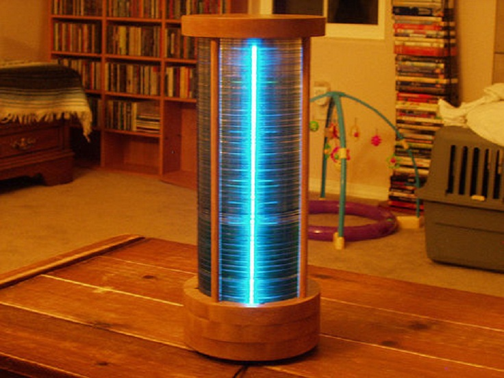Make-an-eye-catching-lamp-from-a-stack-of-CDs