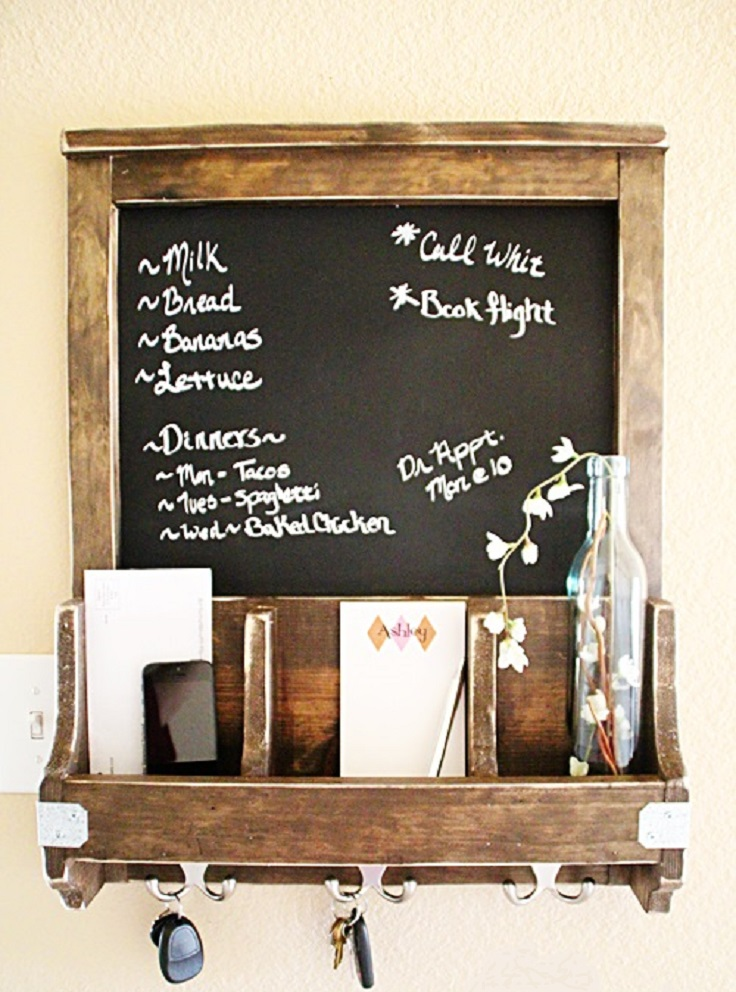 DIY-Chalkboard-and-Key-Hooks