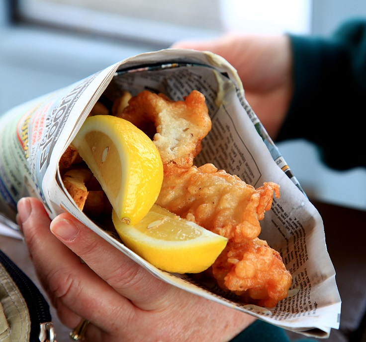 Top 10 tastiest street foods from around the world top for Fish and chips newspaper
