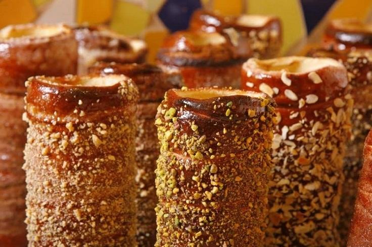 Street-food-hungarian-chimney-cake