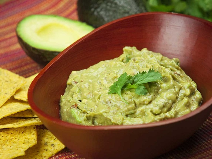 creamy-garlic-avocado-dip