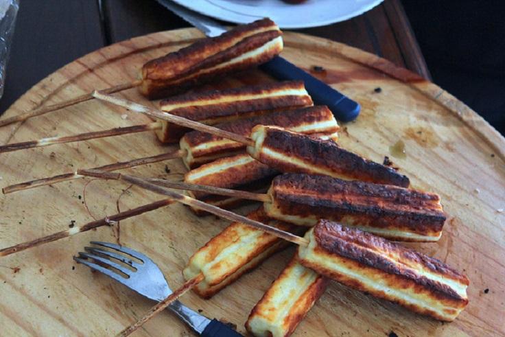 street-food-Brazilian-queijo-coalho