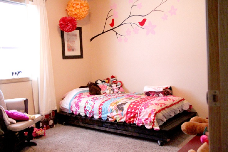 Top 10 diy projects that will turn wooden pallets into for Diy kids pallet bed