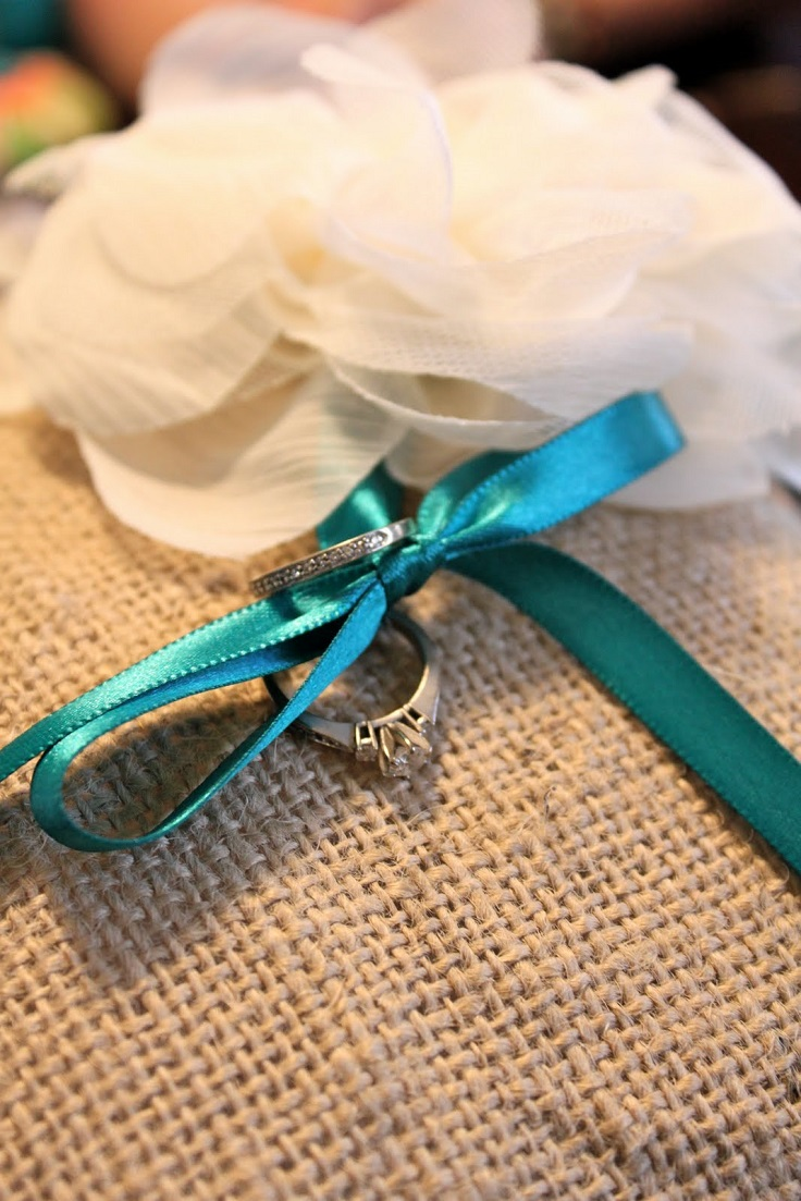 Burlap-Ring-Pillow-With-a-Flower-Detail
