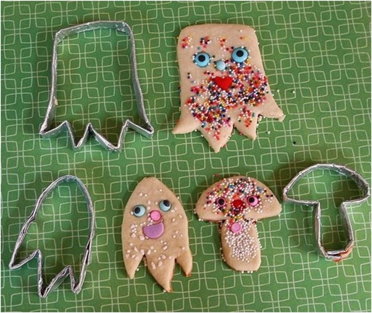 Make-Cookie-Cutters-With-Foil