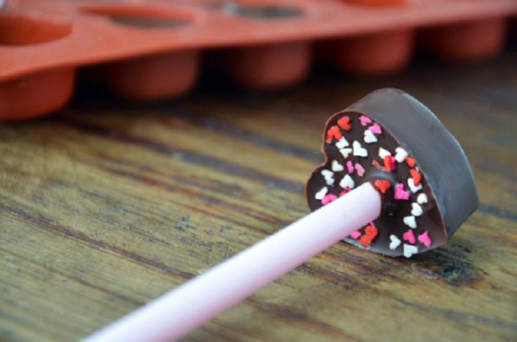 chocolate-heart-lollipop