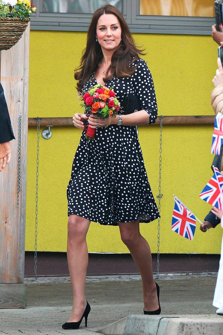 duchesscambridge-blac-dotted-dress