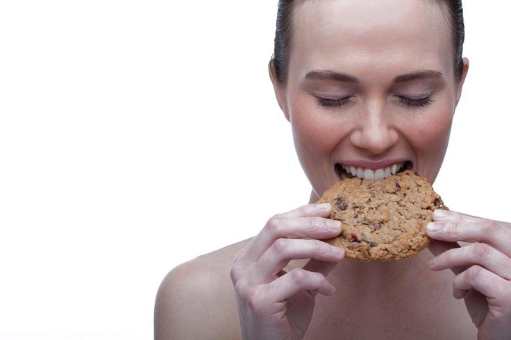 woman-eating-cookie