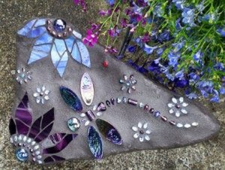 Top 10 impressive mosaic projects for your garden top for Garden mosaic designs